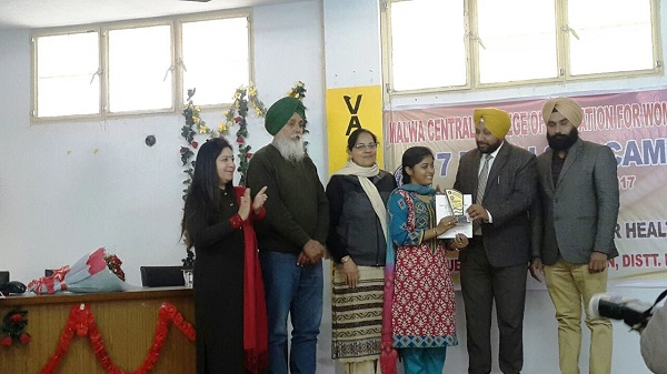 S. Devinder Singh, Lotey, Assistant Director, Youth Services, Punjab awarding  Best NSS Volunteer Trophy in Valedictory Ceremony of 7 Day NSS Camp