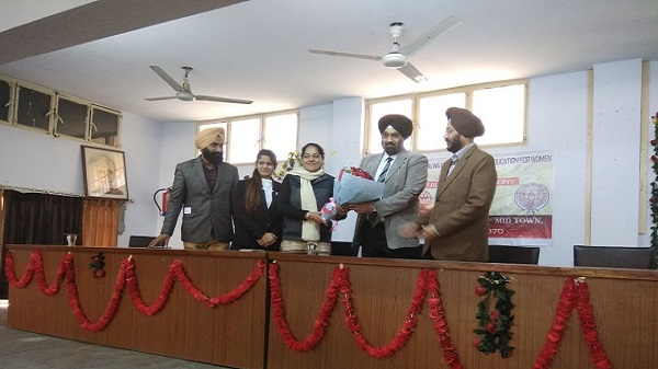 Honouring Rtn. Jasminder Singh, President Rotary Club Ludhiana Mid Town during Installation Ceremony