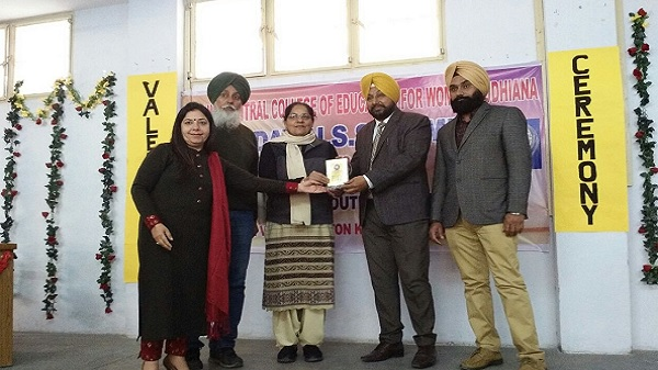 Honouring S. Devinder Singh Lotey, Assistant Director, Youth Servcies, Punjab during Valedictory of 7 Day NSS Camp